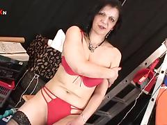 Mature bitch in black nylon stockings gets her trimmed twat plowed